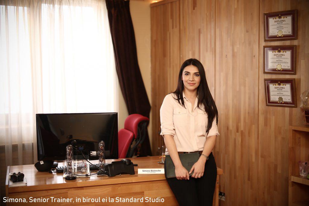 simona-senior-trainer-in-biroul-ei-la-standard-studio