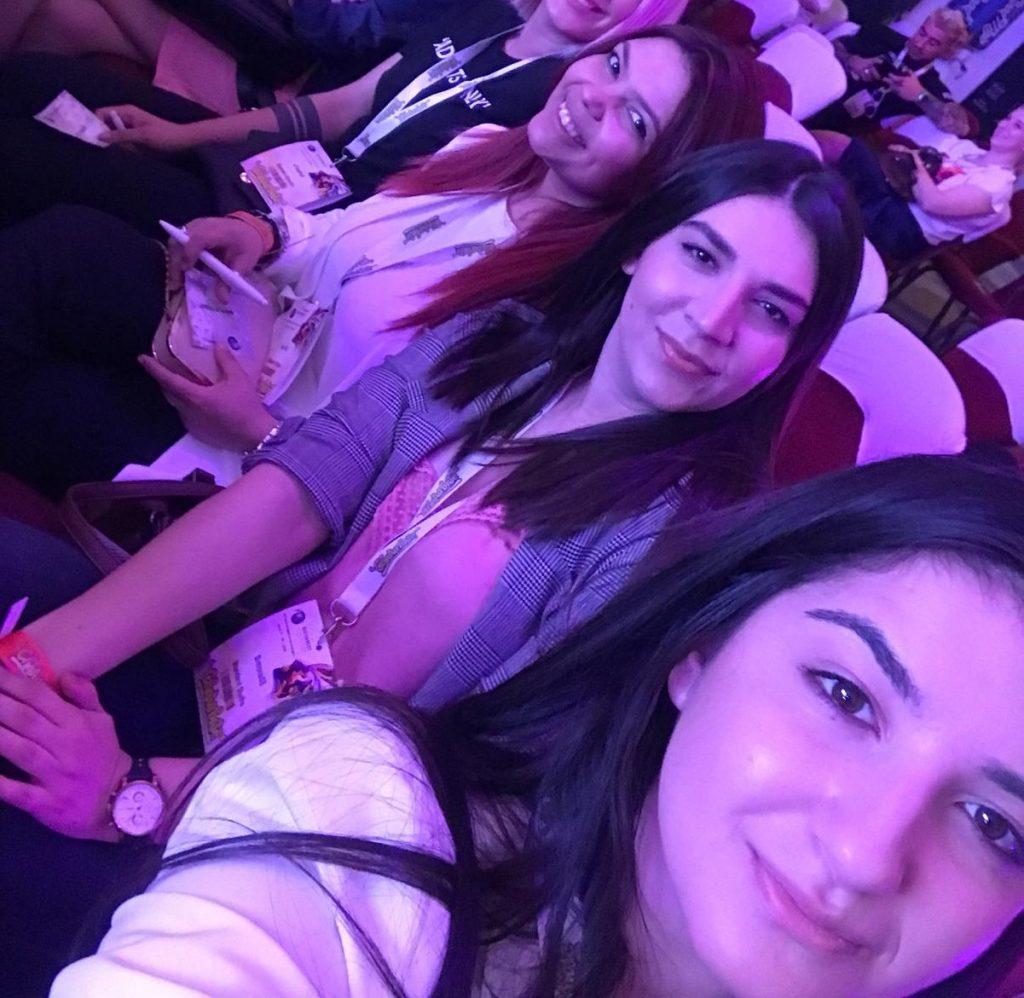 Selfie Standard Studio Aw Summit 2019